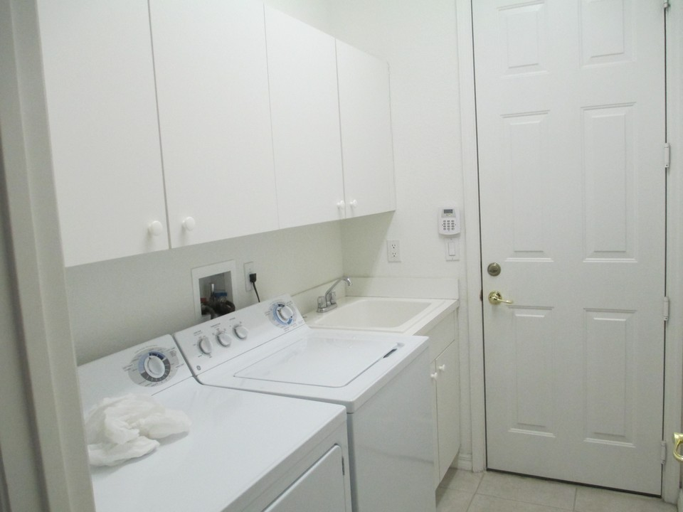 Laundry Room Sink Base Cabinet : Topaz Lane SW Vero Beac, FL Florida Real Estate - Property ...