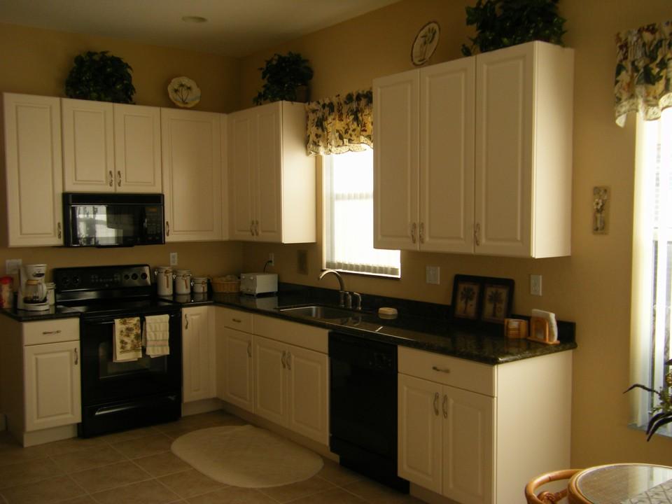 Grey falcon cr sw vero beach fl florida real estate for Kitchen cabinets vero beach