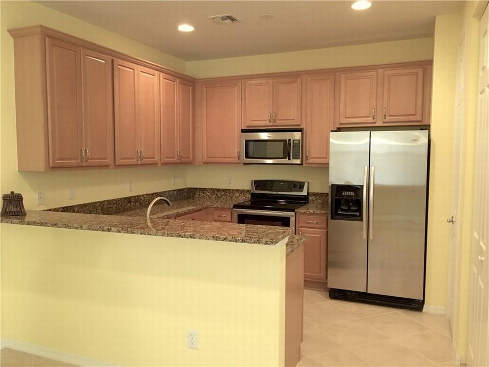6380 oxford circle 104 vero beach fl florida real for Kitchen cabinets vero beach