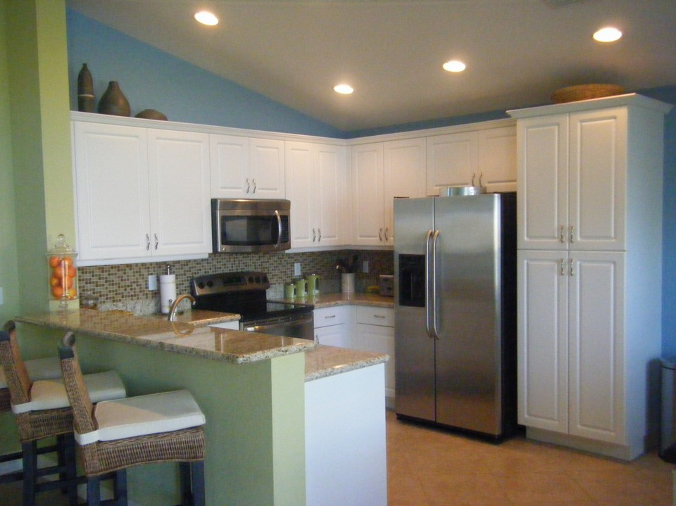kitchen, granite counters, under-mount lights, stainless appliances