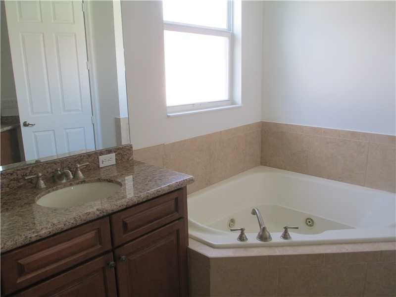 master bath, granite counter tops an jacuzzi tub