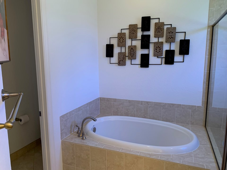 soak tub in master bath